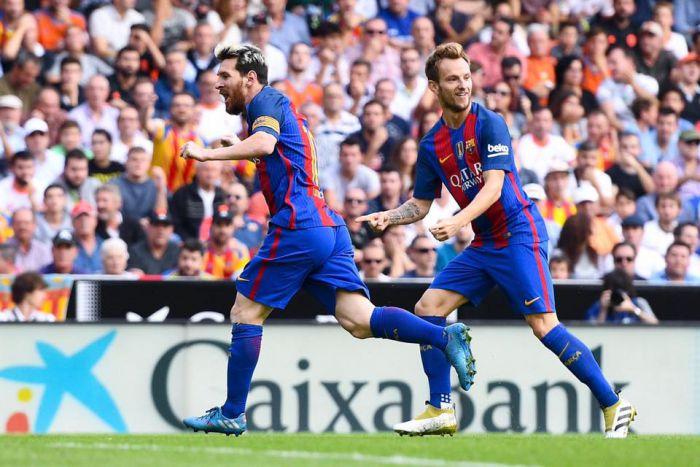 Messi ratuje trzy punkty na Mestalla