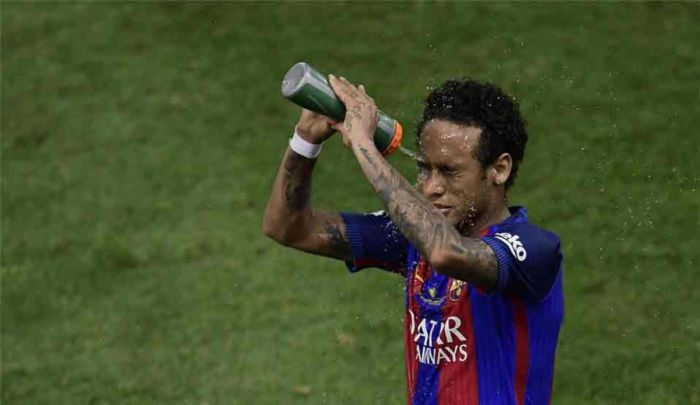 Sport: Neymar nie czuje się komfortowo w Barcelonie